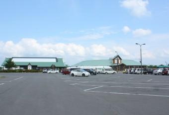 大型バスも10台以上可能!広々とした駐車場は24時間ご利用可能
