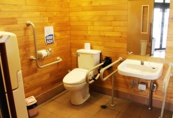 身障者用、ベビーシート・ベビーチェア完備のトイレ